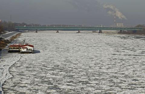 reuters_poland_warsaw_icy_vistula_river_480_31jan2012